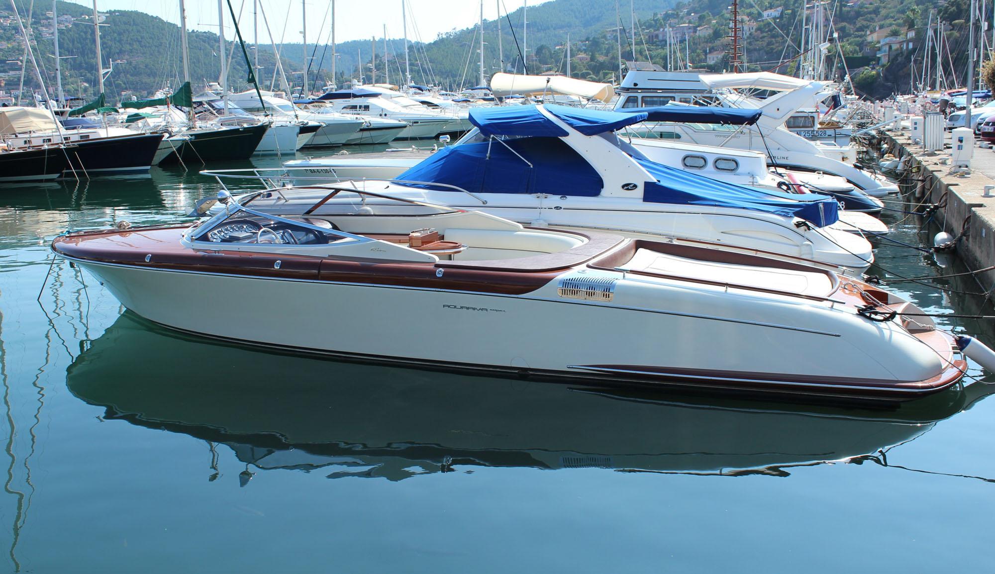 riva aquariva 33 vente bateau yacht occasions mandelieu cannes nice 06. Black Bedroom Furniture Sets. Home Design Ideas